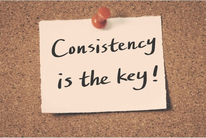 """When and how to teach manners to kids requires consistency. This is a picture of a note pinned to a board that says, """"Consistency is the key!"""""""